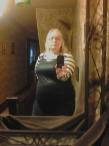 It's a little blury, but other than a copy of an ultrasound picture, this is my only reminder of the baby I lost. My belly grew very quickly last fall, and I took this picture about just a few days before I lost Luk to remember my pregnant belly. I didn't have the heart to delete the picture.